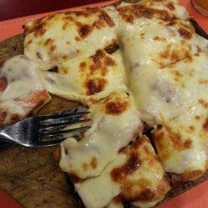 2.-Pizza-na-La-Bodeguitta