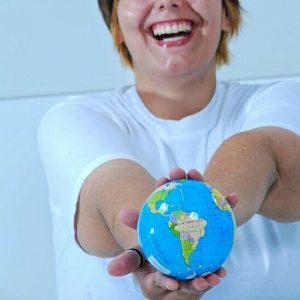 foto segurando o mundo