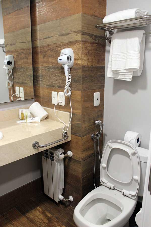 banheiro hotel cercano