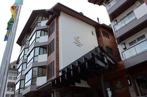 fachada hotel cercano