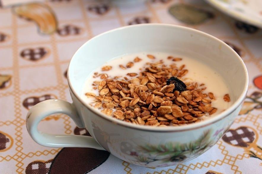 Iogurte artesanal natural com granola e mel