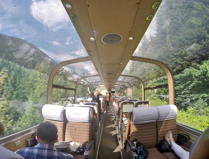 trem panoramico montanhas rochosas