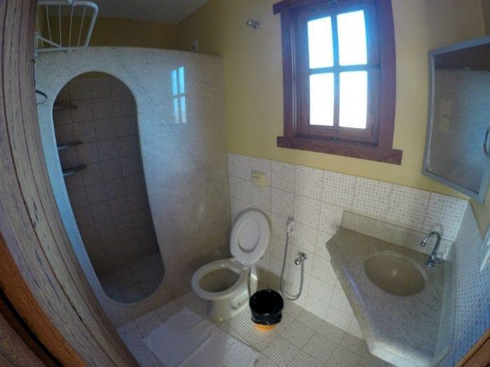 banheiro pousada pargos