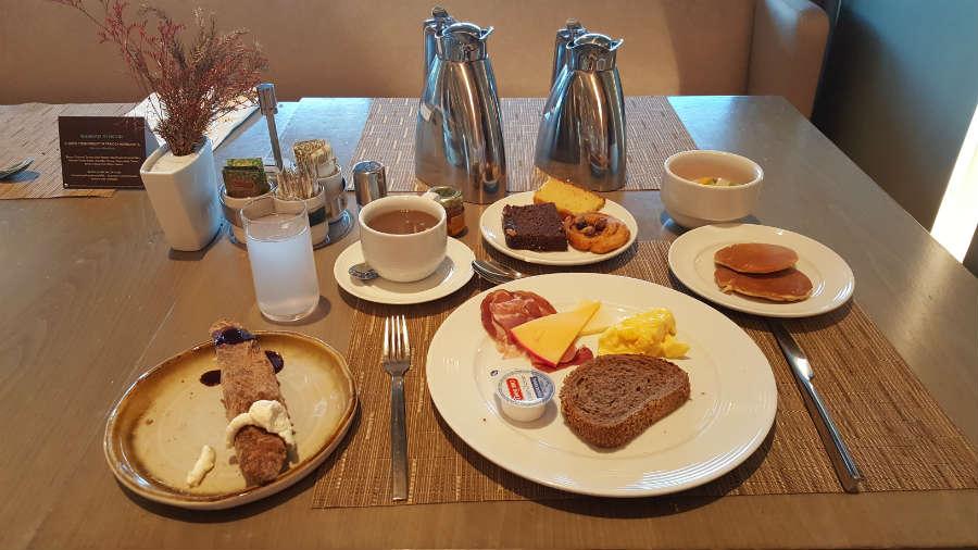 cafe-da-manha-mesa-hilton