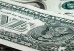 comprar dólar e trocar dinheiro