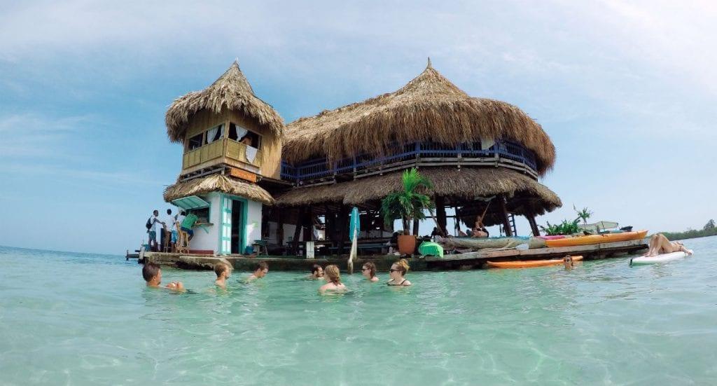 hostel casa en el agua facebook