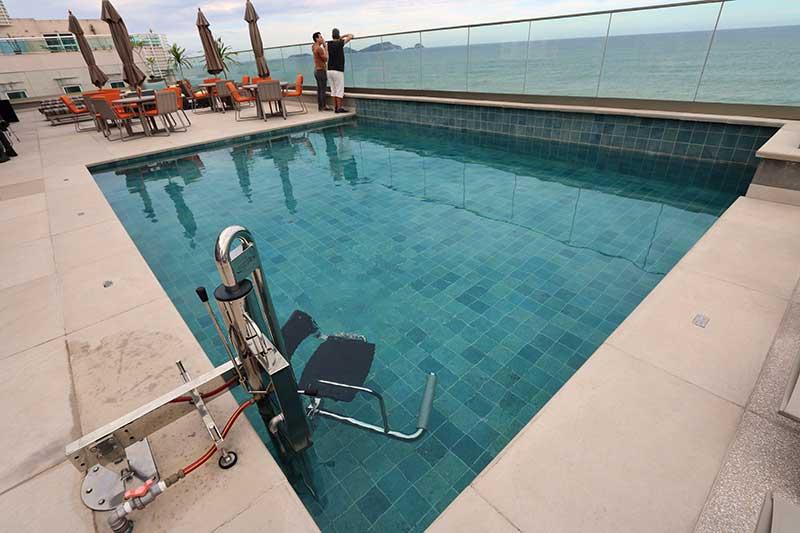piscina adaptada cadeirante