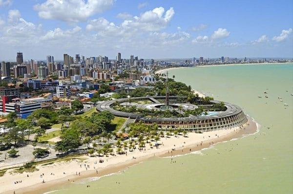 Praias para passar o ano novo: Praia de Tambaú, João Pessoa.