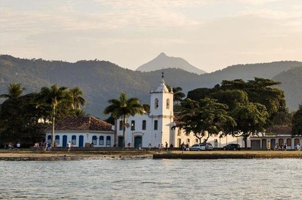 Praias para passar o ano novo: Praia do Pontal, Paraty.