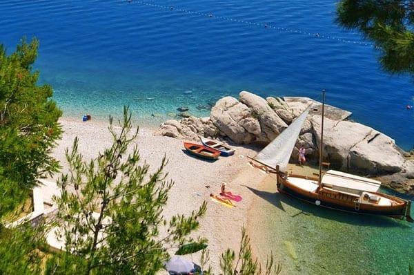 Praias da Europa: Punta Rata, Brela, Croácia.